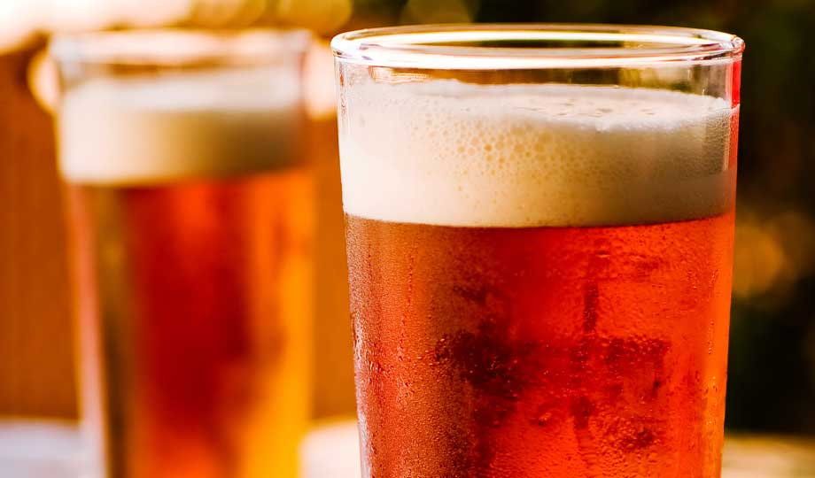 Beer Glasses filled with beer | Racetrack dining options at Southland Casino Racing